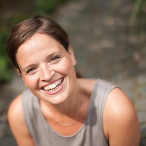 Von 5,- EUR Stundenlohn zu einem 6 stelligen Online Business - Moneymindset Interview mit Dana Schwandt